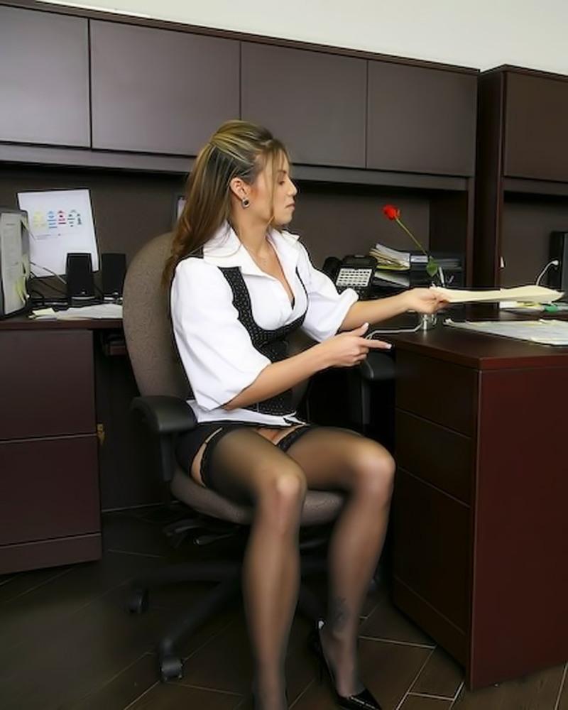 с фото в интим на офисе столе